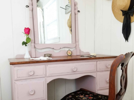 How to Paint a Vintage Vanity