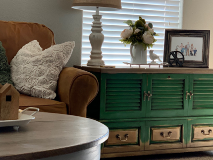 How to Paint a Chest with Green Colors