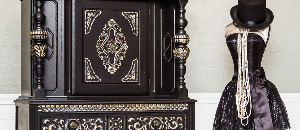 Paint a Jacobean Cabinet